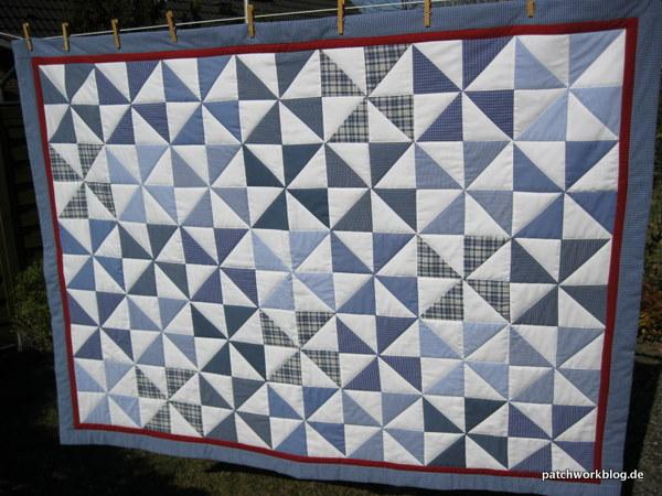 pinwheel quilt aus alt mach neu hand streifen r ckseite bild schatten mittelnaht. Black Bedroom Furniture Sets. Home Design Ideas